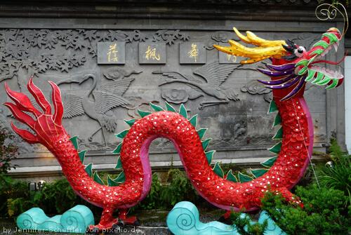Chinesische Drachenstatue - ganzer Drache