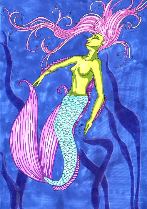 Meerjungfrau mit schwimmenden Haaren im Wasser