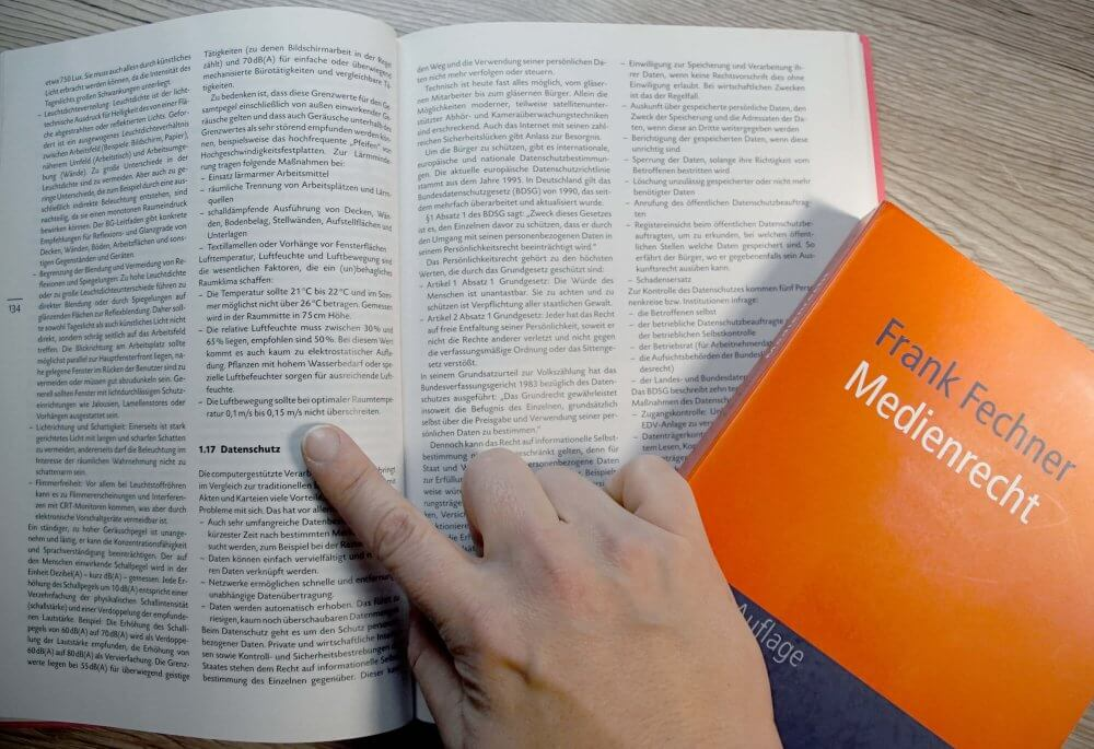 Kunstrecht: Buch zum Thema Medienrecht studieren